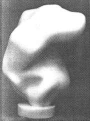 Hans Arp: Mondhaft. 1950. Weißer Marmor auf Sockel, 93 x 65 x 50 cm. Sammlung Dotremont, Brüssel.